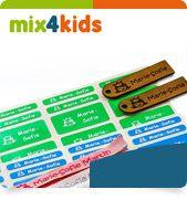 Das Mix4Kids-Set enthält hochwertige gewebte Namensschilder für die Kleidung der Kinder, langlebige Namensaufkleber und personalisierte Leder-Anhänger für Schultasche oder Rucksack.