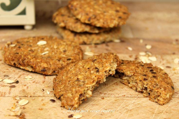 Biscotti grancereale a modo mio. Farina integrale, fiocchi di avena, semi di lino, burro e zucchero di canna danno vita ad un composto biologico, dolce, croccante, e profumato.