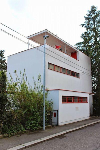Vila Herain - Dům byl postaven v roce 1932 podle projektu Ladislava Žáka pro historika umění Karla Heraina.
