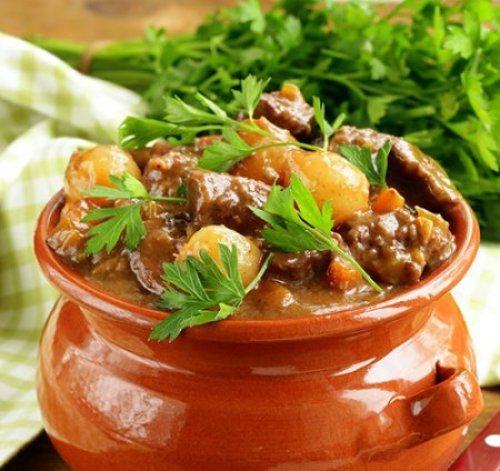 Estofado de Carne con Patatas Te enseñamos a cocinar recetas fáciles cómo la receta de Estofado de Carne con Patatas y muchas otras recetas de cocina..
