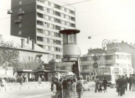 Lottó-ház a villanyrendőrrel