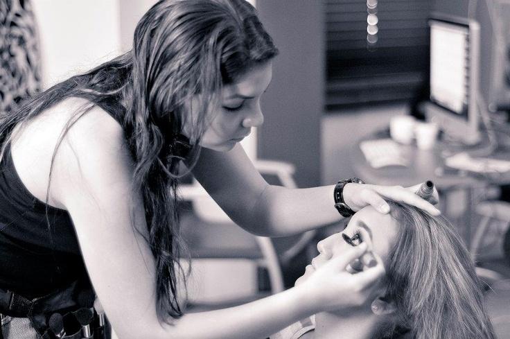 Maquillaje A Domicilio: Cel 0999865703