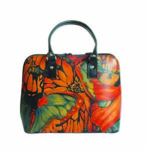 Ručne maľovaná kabelka 8573 s motívom Motýľe