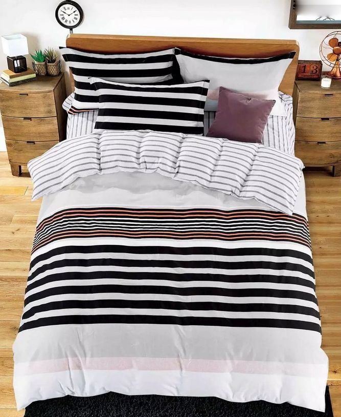 Biała pościel do sypialni w paski