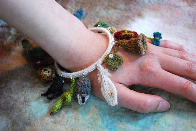 🍁 🐥 🍁 Criaturas Mágicas charme pulseira minúsculos padrões Coruja Tricotados -  /   🍁 🐥 🍁 Magical creatures charm bracelet Tiny Owl Knits Patterns -