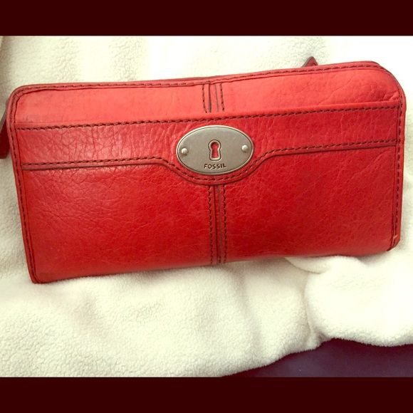 Fossil wallet on sale $19 Monday only Leather fossil wallet Burt orange color Fossil Bags Wallets