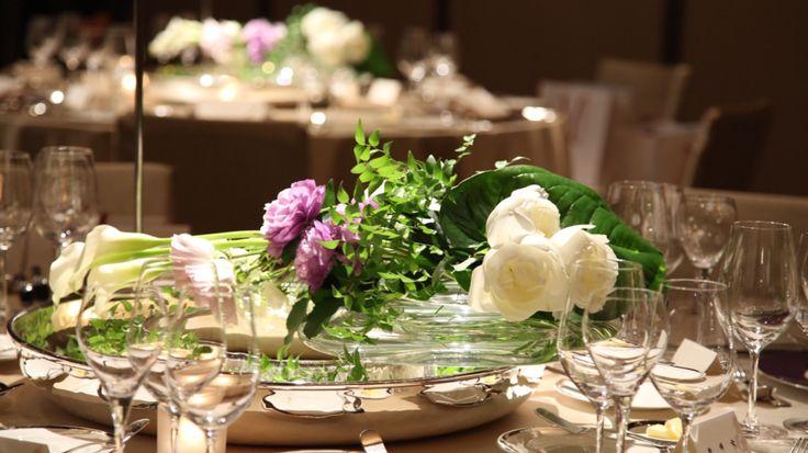 テーブル装花/会場装花/ラナンキュラス/バラ/カラー
