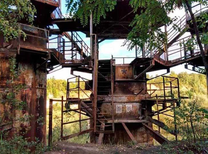 17 escenarios abandonadas de películas famosas. Parecen pueblos fantasmas.  La lista de Schindler - 1993