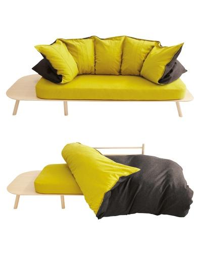 DISORDINE APPARENTE    Denis Guidone disegna, per Deco, Disfatto, un sofà dalla duplice valenza: da comodo divano si trasforma in letto cambiando semplicemente l'uso dell'imbottitura. La struttura portante è in multistrato di bambù, la seduta in lattice naturale e lo schienale-piumino in soffice piuma d'oca con rivestimento in feltro e lino. www.d3co.it
