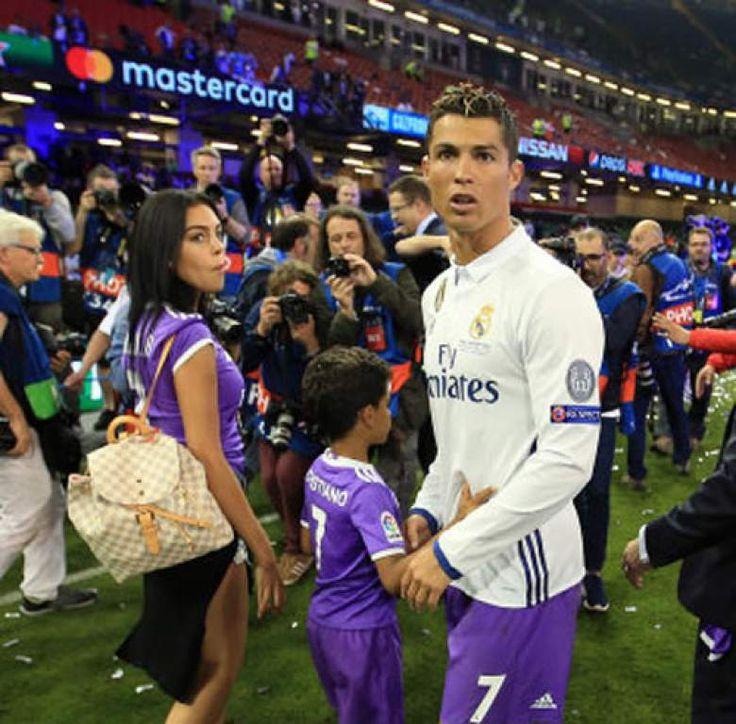 Cristiano Ronaldo dijo recientemente que esta 'enamorado de su novia española'.