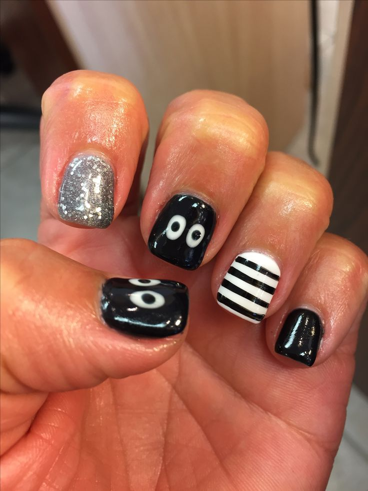 Halloween nail design spooky spider gel mani black October shellac