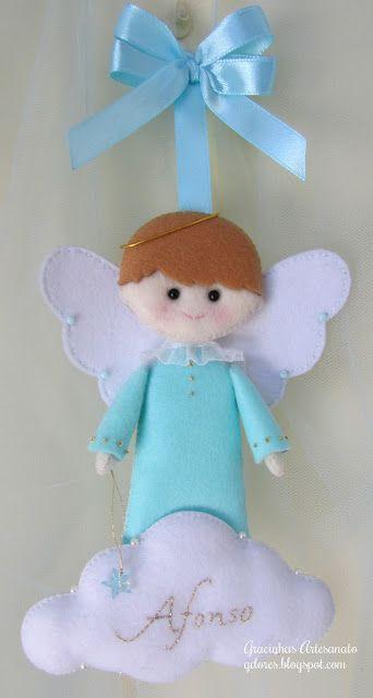 Angelito de fieltro, ideal para regalar de recuerdo