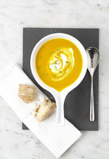 Zuppa di carote allo zenzero - Ricette con lo zenzero - Ingredienti: 600g carote pelate e tagliate a cubetti 2 spicchi d'aglio sbucciati 2 cucchiaio di miele 1 cucchiaino di cumino sale e pepe nero burro 2cm zenzero fresco 1 patata...