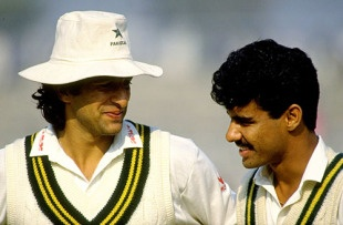 Wasim Akram and Waqar Younis chat, Pakistan v West Indies, 3rd Test, 1st day, December 6, 1990