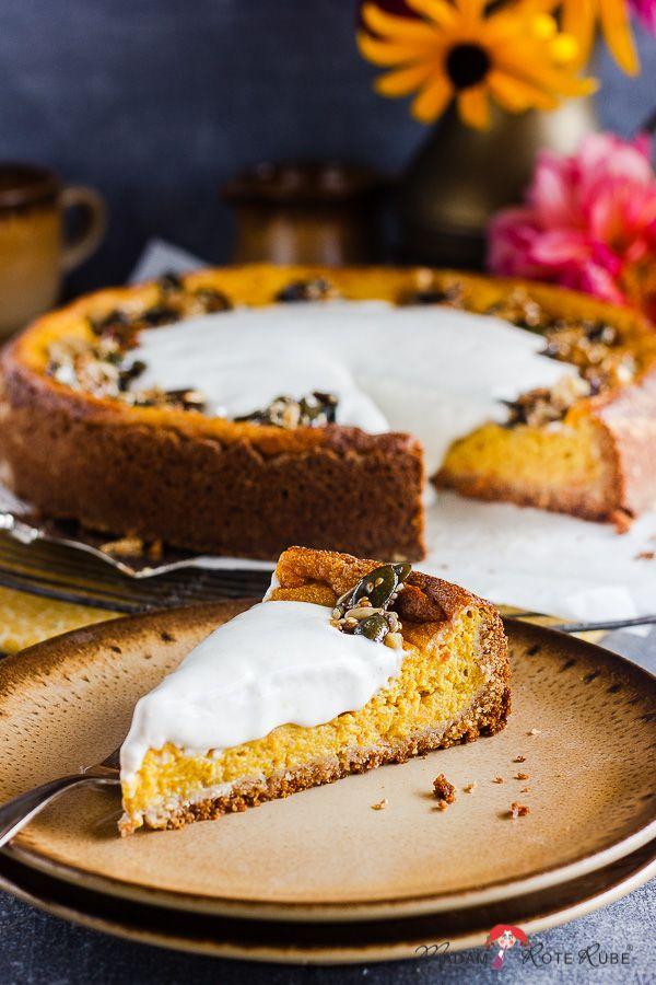 Kürbis-Vollkornkuchen mit Krokant und Zimtsahne