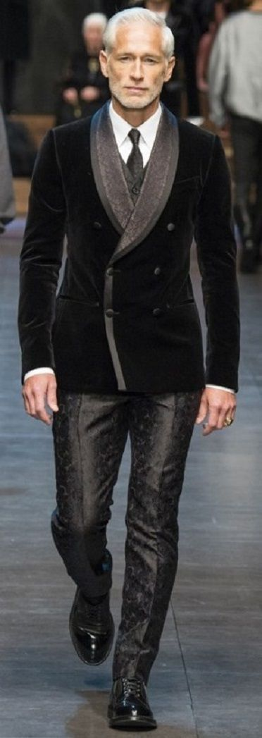 Dolce & Gabanna Winter 2015  Velvet smoking jacket.