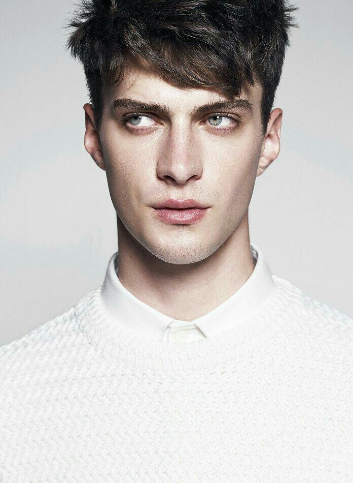 Matthew Bell, The Grisha Trilogy, Model Face, Face Photo, Drawing People, Male Beauty, Handsome Boys, Cute Guys, Pretty Boys