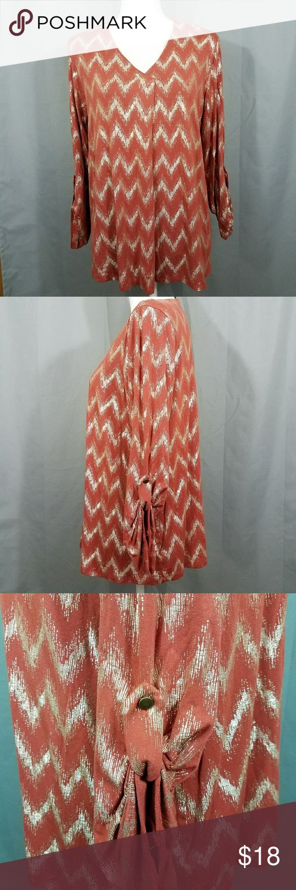 ❄SNOWDAY SALE❄Gold Chevron Top Excellent condition. Burnt orange with metallic gold chevron print. Size XL. Fun for any season! bobeau Tops