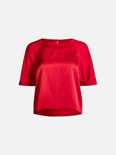 Short sleeve satin crop blouse in a boxy fit. Small button in the back neck.  Punainen