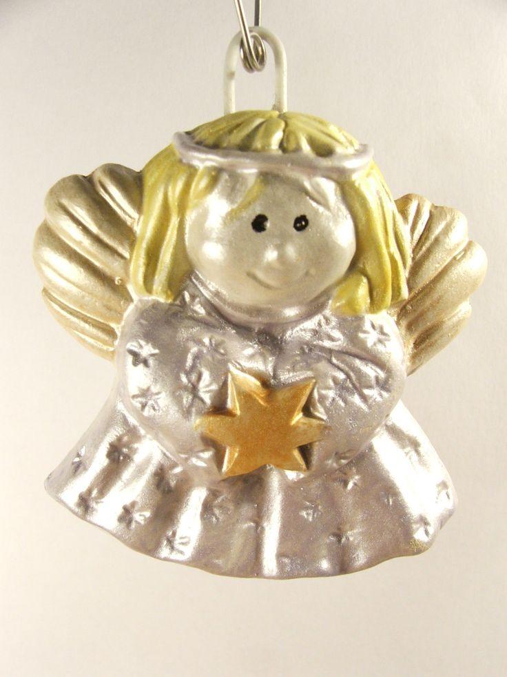 Ręcznie odlewany z gipsu i malowany magnes na lodówkę lub zabawka na choinkę.