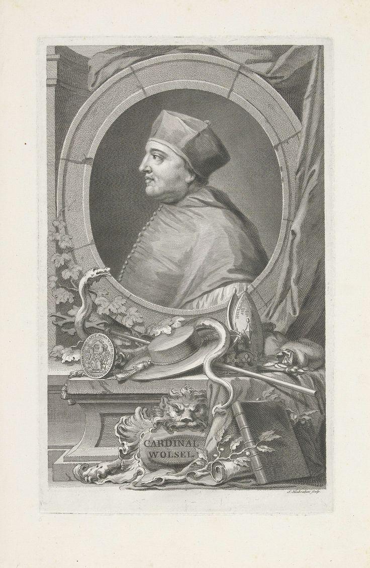 Jacob Houbraken | Portret van Thomas Wolsey, Jacob Houbraken, 1736 - 1738 | Portret van kardinaal Thomas Wolsey. Onder het portret een mijter, een kardinaalshoed, een zegel een processiekruis, geldzakken, een kroon en een slang.