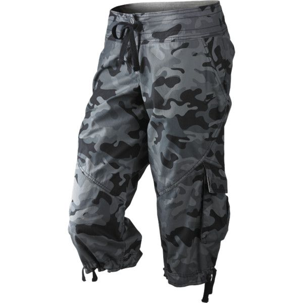 Add an edge to your summer style with the Nike Camo Women's Capris. Designed with cotton twill fabric and leg hem drawcords for ruching, this unique silhouette…
