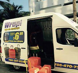 Plasticado de Equipaje a Domicilio $6.99 por maletas Rapiwrapi.com llamenos para su cita 7863970547