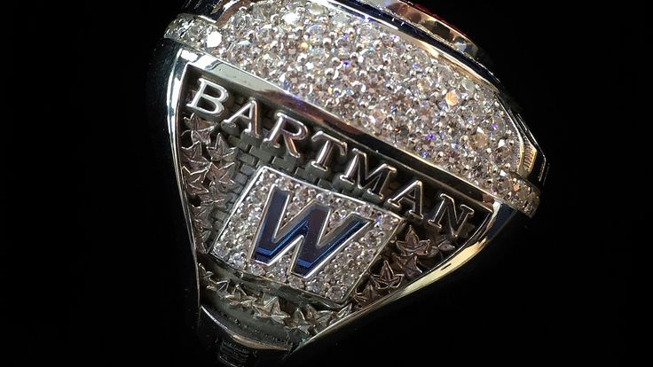 Steve Bartman receives WS ring from Cubs