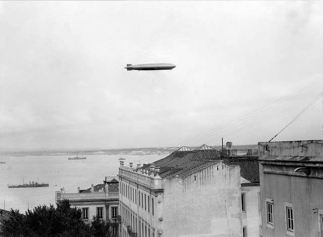 Dirigível Zepplin sobrevoando Lisboa em 1935