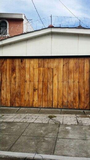 Porton de madera portones puertas de madera puerta for Puertas y portones de madera