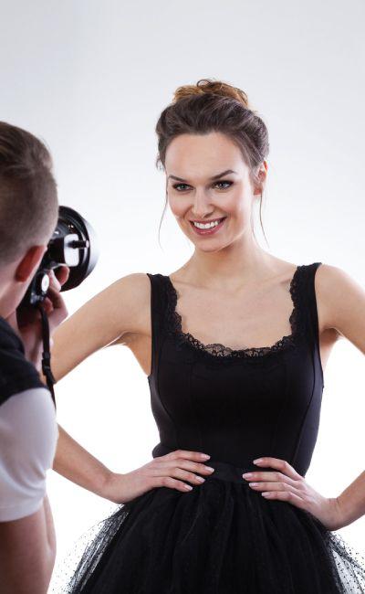 Kjenner du en med en modelldrøm? La henne være Modell for en dag sammen med en profesjonell fotograf! Opplevelsen inkluderer styling av en makeup-artist, lyssetting og et valgfritt bilde.