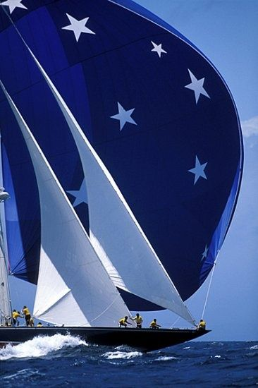beautiful ... absolutely love that spinnaker #sailing in style !!!