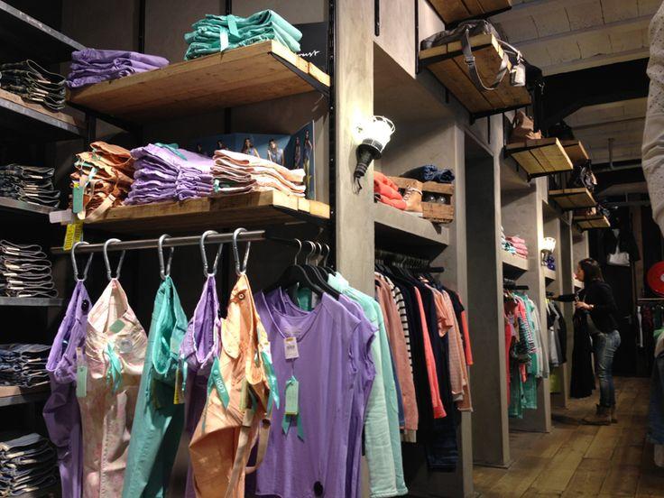 Verbouwing jeanswinkel de garage door Molitli Interieurmakers www.molitli-interieurmakers.nl