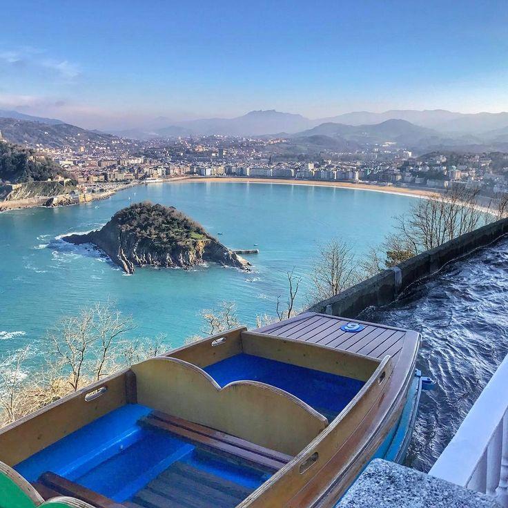 Un viaje en el río misterioso 🕵🏻♀️, debería ser recetado por la OMS para alcanzar un estado de felicidad pleno 😌  .  .  .    #donostia #sansebastian #donosti #basquecountry #côtebasque #euskadi #euskalherria #paisvasco #paysbasque #basquecountry #sistersandthecity #loves_donostia #naturaleza_euskadi #gipuzkoa #estaes_paisvasco  #igersspain #donostipower  #travelerinbasque #visitbasquecountry #loves_euskadi #igeldo #igueldo #monteigueldo @hotel_monteigueldo