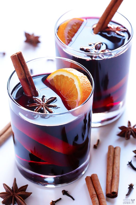 热葡萄酒: simmer red wine wtih brandy, clove, cinnamon stick, orange zest, black pepper corn, honey, vanilla syrup.