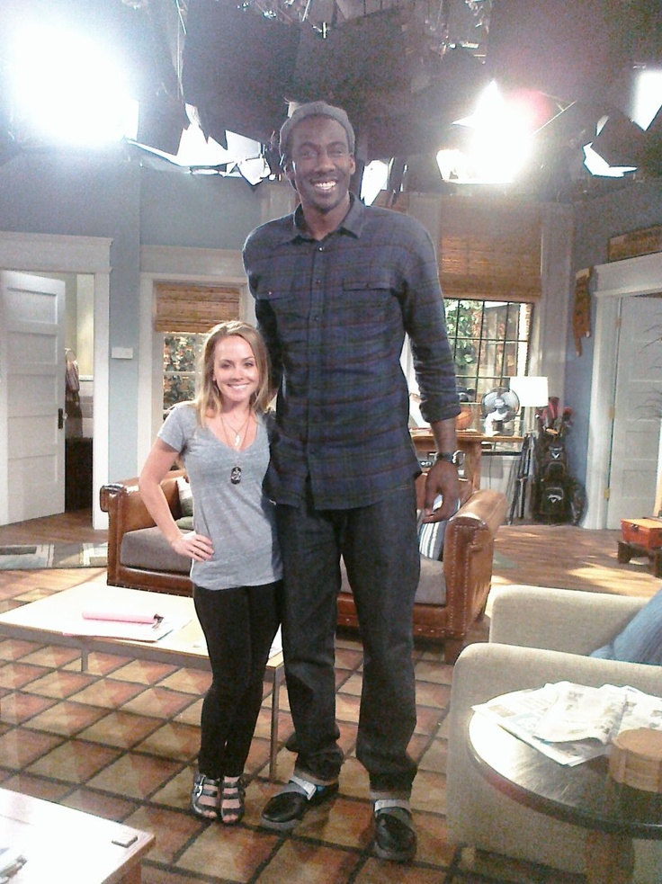 Kelly Stables and Amar'e Stoudemire on TV Land's sitcom 'The Exes' so strange to see two people fully grown but so different.