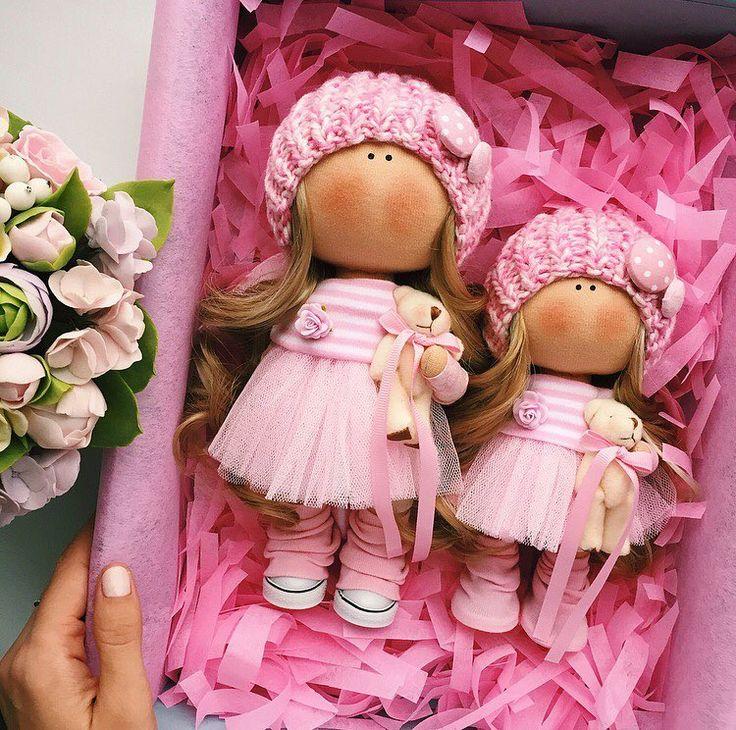 Малышку 19 см забронировали до вечера,а вот подружка 24 см ищет дом #tatiananedavnia #tilda #wedding #pink #pillow #МК #decor #fabrik #handmad #knitting #love #cotton #baby #кукла #шитье #выставка #шеббишик #пупс #платье #подарок #праздник #работа #ручнаяработа #сделайсам #своимируками #ткань #тильда #интерьер #интерьернаяигрушка #интерьернаякукла