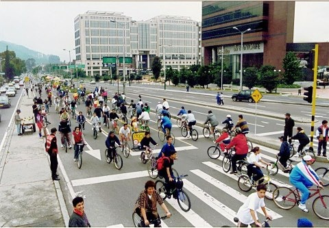 How nice would it be to have an area that the public could cycle in, all day long, without feeling threatened?   Welcome to Bogota, Colombia and Ciclovia where this dream exists!