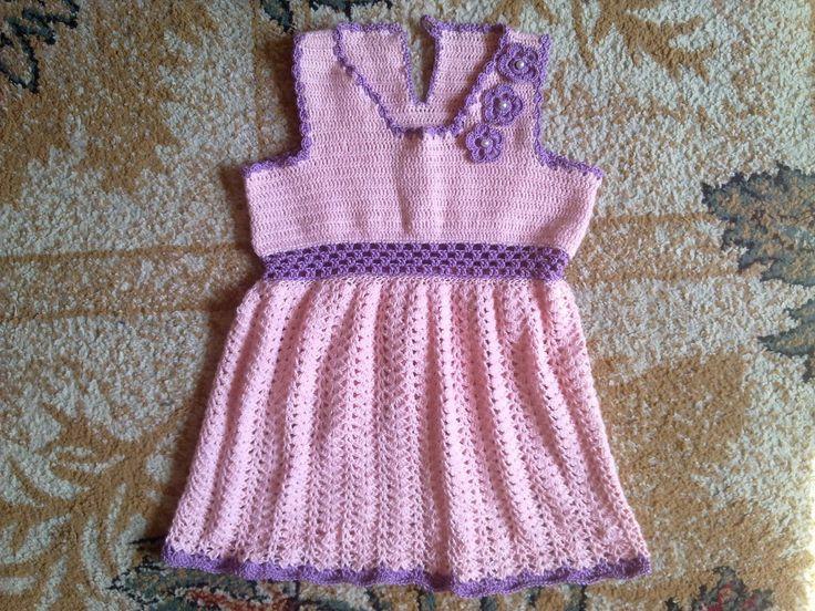 Hainute copii tricotate si crosetate la comanda: Rochite roz :)
