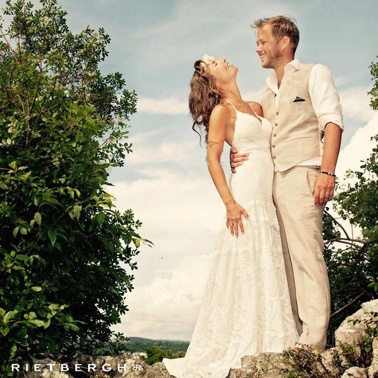 Beige trouwpak Rietbergh - beige trouwpakken - rietbergh - beige suits - beige wedding suits - brown suit - brown wedding suits - wedding - groom - summer - style