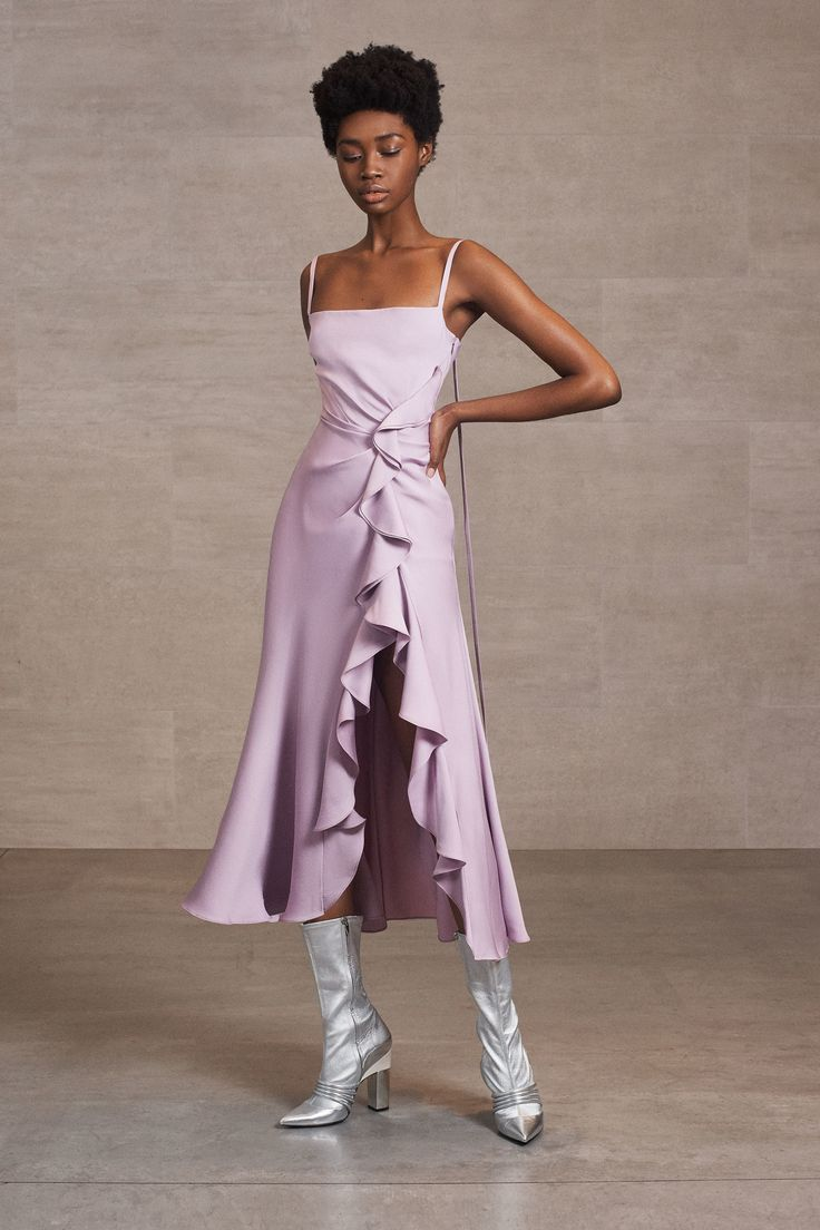 The complete Prabal Gurung Pre-Fall 2018 fashion show now on Vogue Runway.