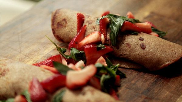 Behind the scenes with Bondi Harvest on their blog (including these yummy Banana and Buckwheat Crepes!). #BellstoBondi