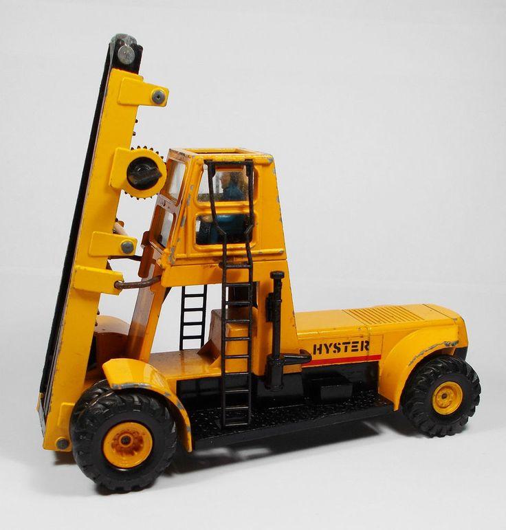 Corgi - Hyster Challenger 800 Stacker Truck - Die-cast Model
