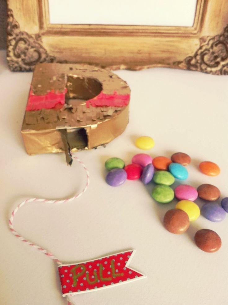 Mini Piñata Letra para regalar en el Día del Amigo by www.tiendadoilies.com.ar