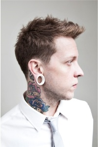 sexy white boy with gauges!!!!!!!! oh yeaaa