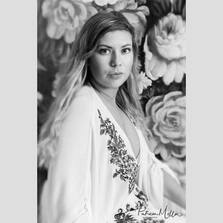 Syftet med Kvinnlig Essens är bl.a. att man genom fotosessionerna ska komma till ett avslappnande tillstånd ha fokus på sig själv bli mer medveten om sin egen kropp framhäva sin kvinnlighet och älska sig själv mer.  Model: Alexandra  #kvinnligessens #essens #portraitphotography #porträtt  #portraitfotograf