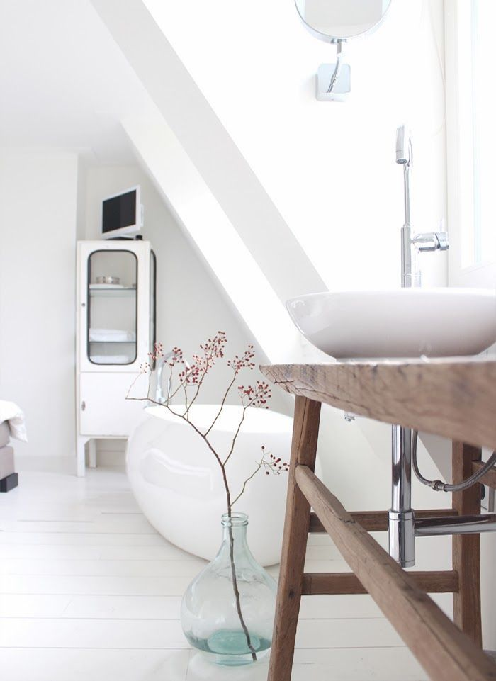 1000 idee n over scandinavische badkamer op pinterest toiletruimte minimalistische badkamer - Wc opgehangen decoratie ...