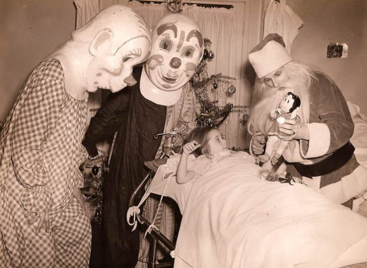 21 Vintage Clown Photos That Will Make Your Skin Crawl