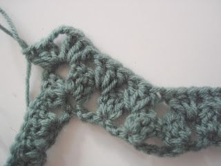 How to crochet granny ripple, by The Lazy Hobbyhopper.  Very good step-by-step photos with instructions.  afghan