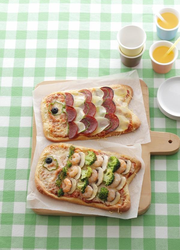 生地をこいのぼりの形にし、具をうろこのようにトッピングした、パーティピザ。/こいのぼりのかわいいレシピ(「はんど&はあと」2012年5月号)